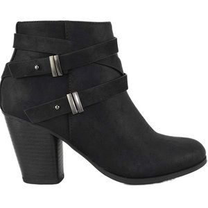 Size 8- Faux leather ankle boots with zipper